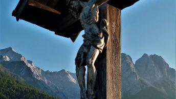 Papež Frančišek je navdušen nad križanim in mrtvim Jezusom