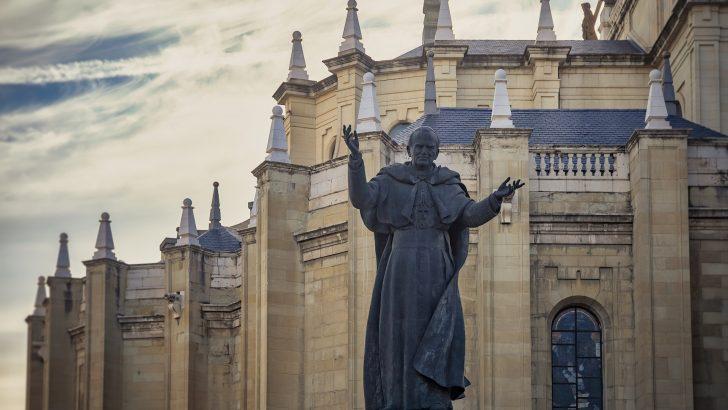 Vatikan uradno priznal prikrivanje spolnih zlorab v primeru kardinala McCarricka (2)